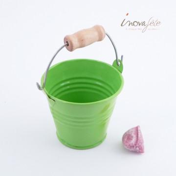 Seau laqué vert poignée bois - Label Fête