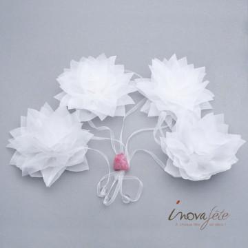 Guirlande de fleurs blanche et perles - Label Fête