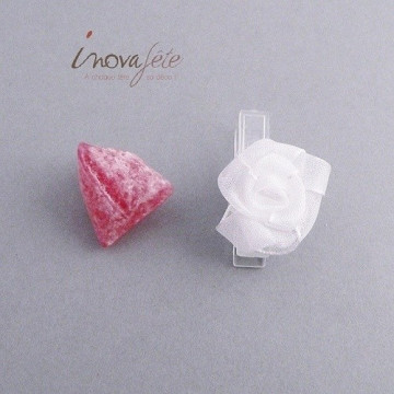 Pince fleur blanche /12, une décoration de mariage tout en finesse